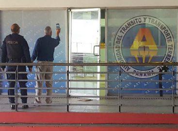 Investigan el robo 5 mil dólares delasede de la ATTT en Colón