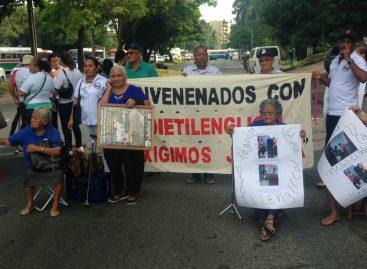 Afectados por dietilenglicol protestarán este martes cerca de la Presidencia