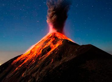 Volcán de Fuego en Guatemala lanza cenizas a 5.000 metros sobre nivel del mar