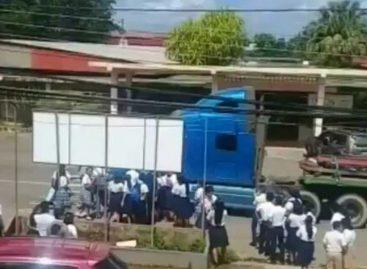 Conductor le tiró camión a estudiantes que protestaban en Veraguas