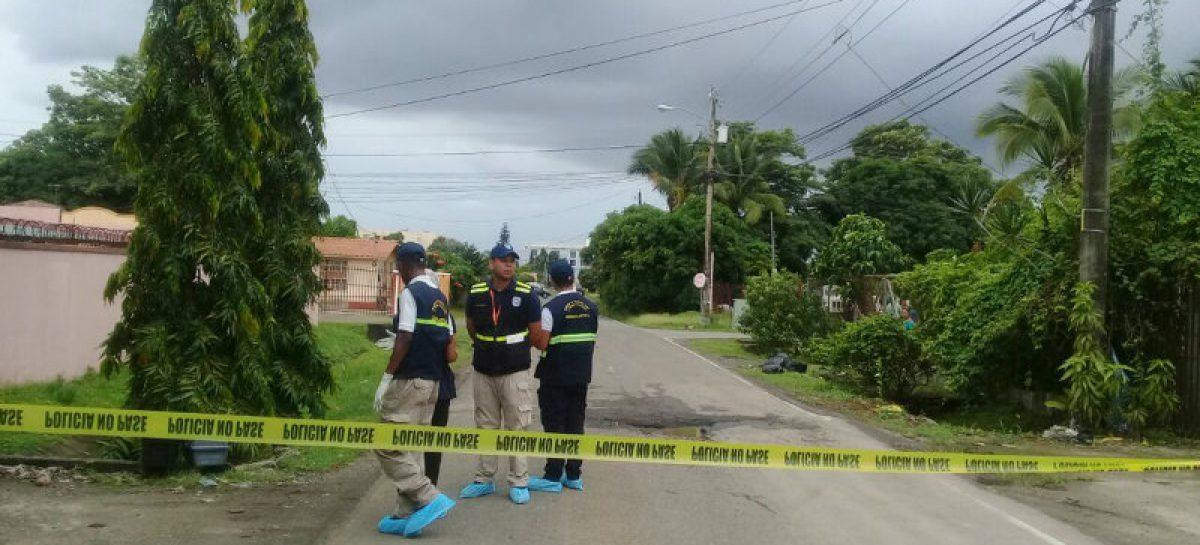 Arrojaron cadáver desde un auto en Villa de Las Acacias