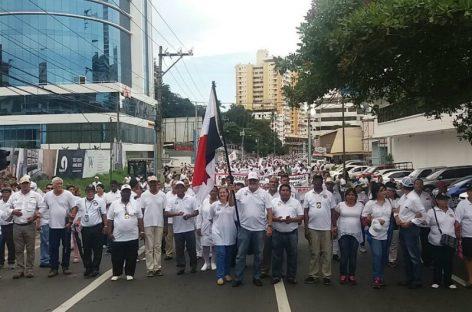 Panameños se movilizaron a favor de la familia y contra el matrimonio homosexual