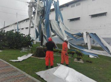 Gustnado en Colón causó daños en viviendas y negocios