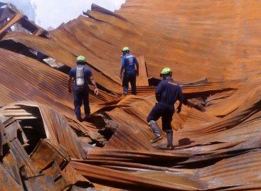 Investigan causas del incendio en depósitos de la Zona Libre de Colón
