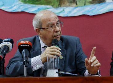 Acusan a exrector de la UP  García de Paredes por peculado