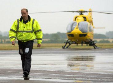 Príncipe Guillermo realiza su último viaje como piloto de ambulancia aérea