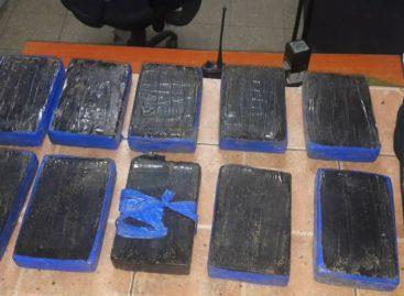 Policía Nacional decomisó 10 paquetes de droga en un taxi