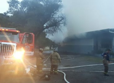Incendio consumió un taller de ebanistería en Tierras Altas