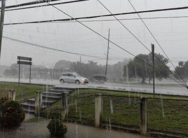 Emiten aviso por lluvias y ráfagas de viento para varias zonas del país