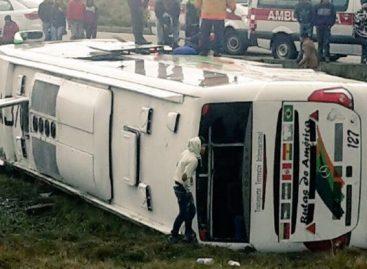 27 venezolanos heridos tras vuelco de un autobús en Ecuador