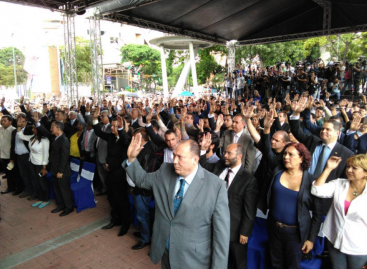 Panamá otorgó asilo político a diplomático y magistrado venezolanos