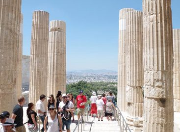 Turismo en Grecia batió récord de llegadas pero es inaccesible para muchos griegos
