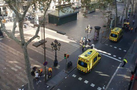 Una furgoneta arrolló y mató a 13 personas en el centro de Barcelona
