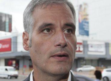 Dictan impedimento de salida del país al exministro Papadimitriu