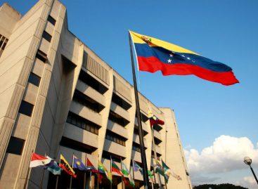 Panamá concede asilo a magistrado venezolano perseguido por Maduro