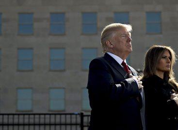 Trump y la primera dama encabezaron momento de silencio por víctimas del 11S