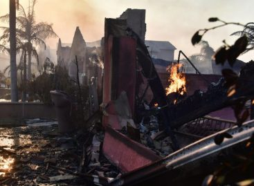 Incendios en Estados Unidos dejaron 10 muertos, 20.000 evacuados y 2.000 casas destruidas
