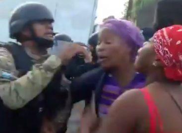 Residentes de Colón que protestaban por agua se enfrentan con la policía