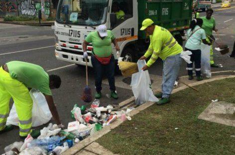 Operativos de limpieza en la capital tras celebración por la Sele