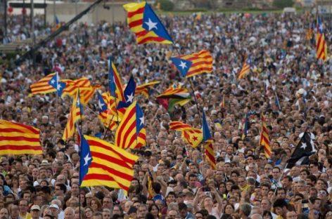 Justicia española suspendió pleno Parlamento catalán que podría declarar independencia