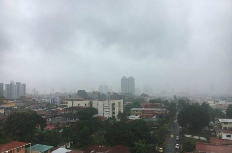 Fuertes vientos y lluvias afectaron sectores de la ciudad de Panamá
