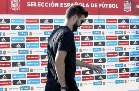 Piqué arribó a la concentración de España en medio de la polémica