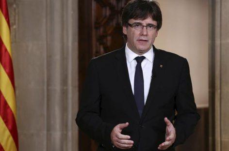 Independentistas exigen a Puigdemont proclamar la República de Cataluña