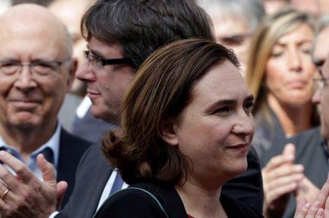 Alcaldesa de Barcelona pidó al presidente catalán que no declare la secesión