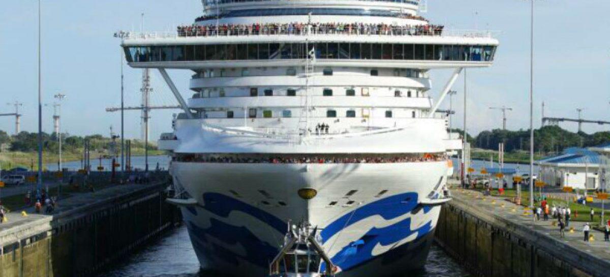 Caribbean Princess, el primer crucero neopanamax que llega al Canal Ampliado en la temporada