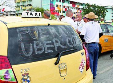 Transportistas turísticos denuncian que el servicio desaparecería con nuevas regulaciones