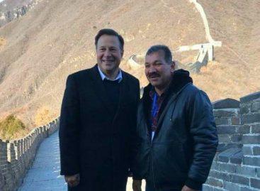 Le caen encima a Genaro López por acompañar a Varela en su viaje a China