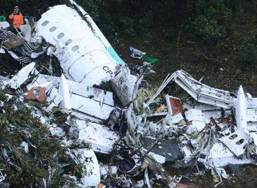 Mueren en Colombia instructor de vuelo y su alumna tras accidente de avioneta