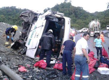 Cuatro heridos por vuelco de autobús en Coclé