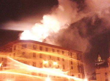 Incendio destruye casi por completo la sede del Parlamento de Camerún