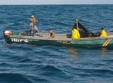 Rescataron a tripulantes de embarcación que había quedado a la deriva cerca de isla Colón