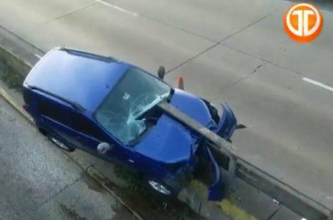 Vehículo colisionó contra puente vehicular de San Miguelito