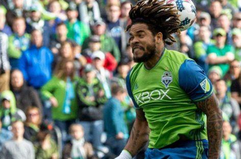 Román Torres gana premio de Latino del año en la MLS