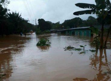Al menos 100 familias afectadas por las inundaciones en Colón