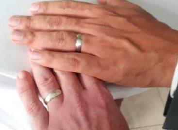 Una pareja gay contrajo nupcias en residencia del embajador británico en Panamá