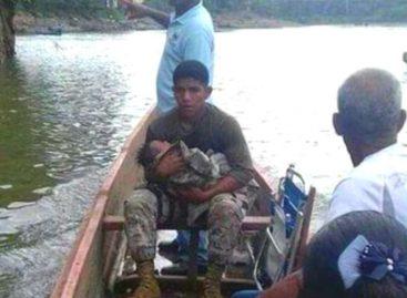 Agente del Senan rescató a bebé que cayó de piragua