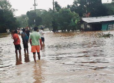 Dos viviendas afectadas por fuertes lluvias en Colón