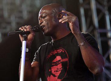 Actriz Tracey Birdsall acusó al cantante Seal de agresión sexual