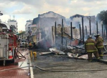 Tres estructuras calcinadas y 38 familias afectadas es el saldo del incendio en San Felipe