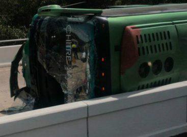 15 heridos tras vuelco de bus en puente sobre el Río Conaca (Fotos)