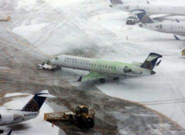 Nieve dificultó los accesos en los aeropuertos de París y generó retrasos