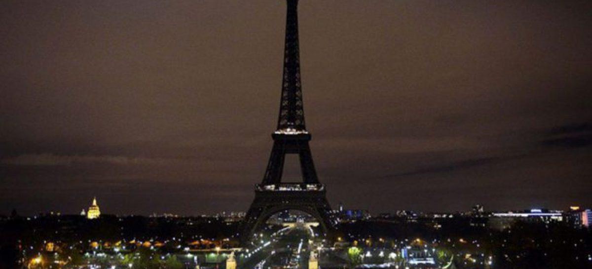 La torre Eiffel estará cerrada dos días más por la nieve y el hielo