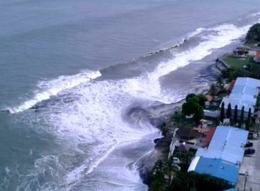 Se mantiene alerta por fuerte oleaje en el país
