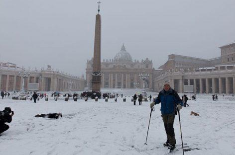 El Vaticano amaneció cubierto de nieve