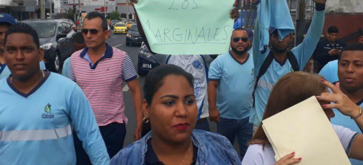 Trabajadores del IDAAN protestan bajo la consigna «somos los marginales»