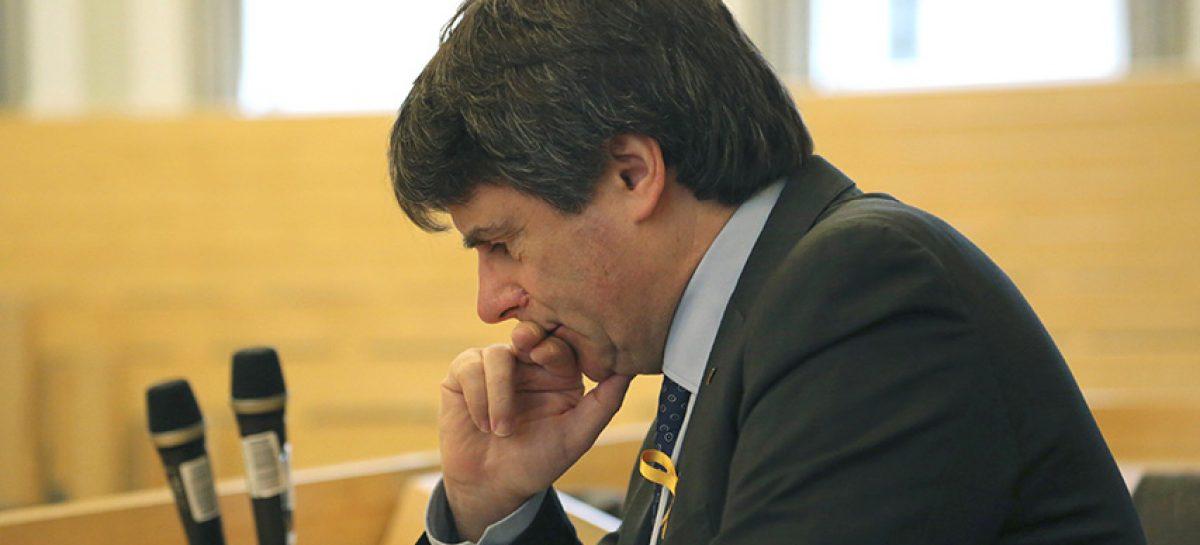 Juez procesó a Puigdemont y 12 políticos por rebelión en Cataluña